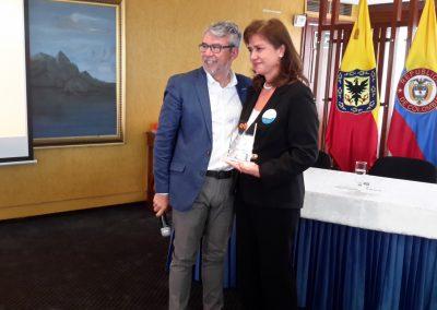 Mánager efr Cafam, Adriana Rodríguez, con director Fundación Másfamilia, Roberto Martínez